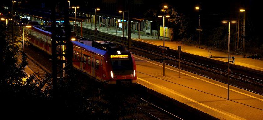 abfahrender Zug