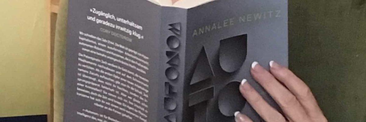 """Rezension """"Autonom"""" von Annalee Newitz"""