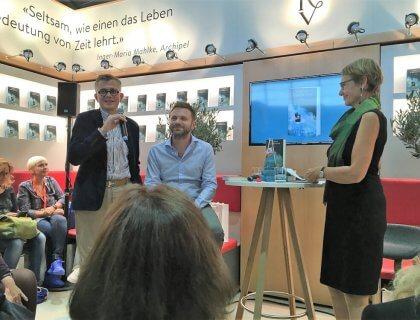 Paolo Giordano mit Verleger und Lektorin