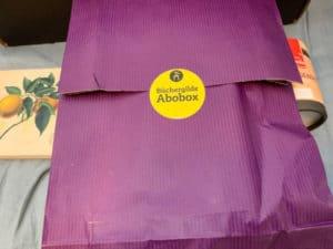 Büchergilde Abobox verpacktes Buch e1593850359545
